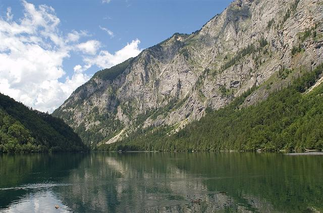 Leopoldsteinersee, dahinter Seemauer (Foto: Wikipedia/Kurt Kulac)